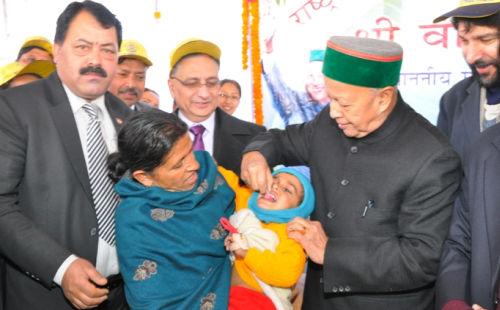 Virbhadra Singh administering polio drops