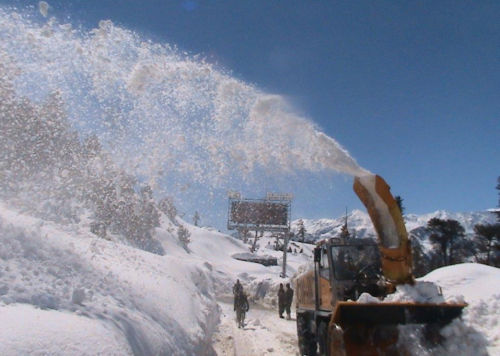 snow-clearing rohtang pass