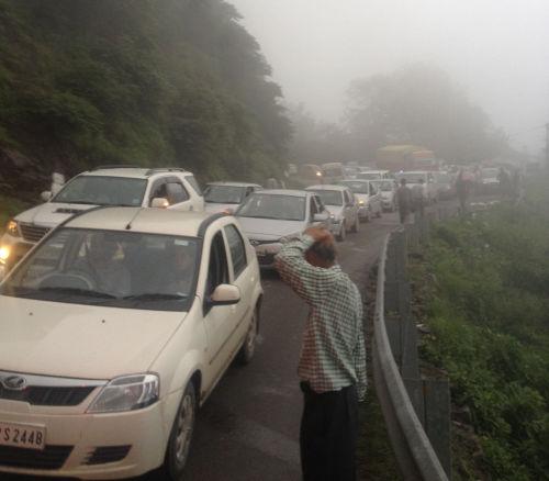 traffic jam in parwanoo
