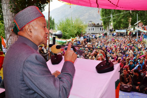 Virbhadra Singh addressing rally at Keylong