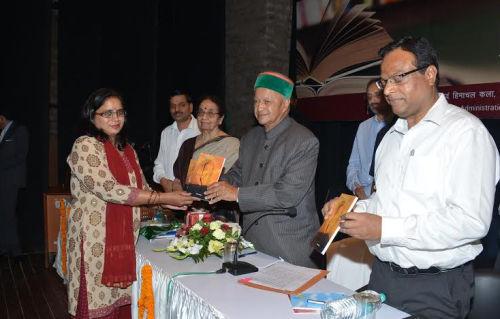 Nari Vyatha Avam Anya Kavitay